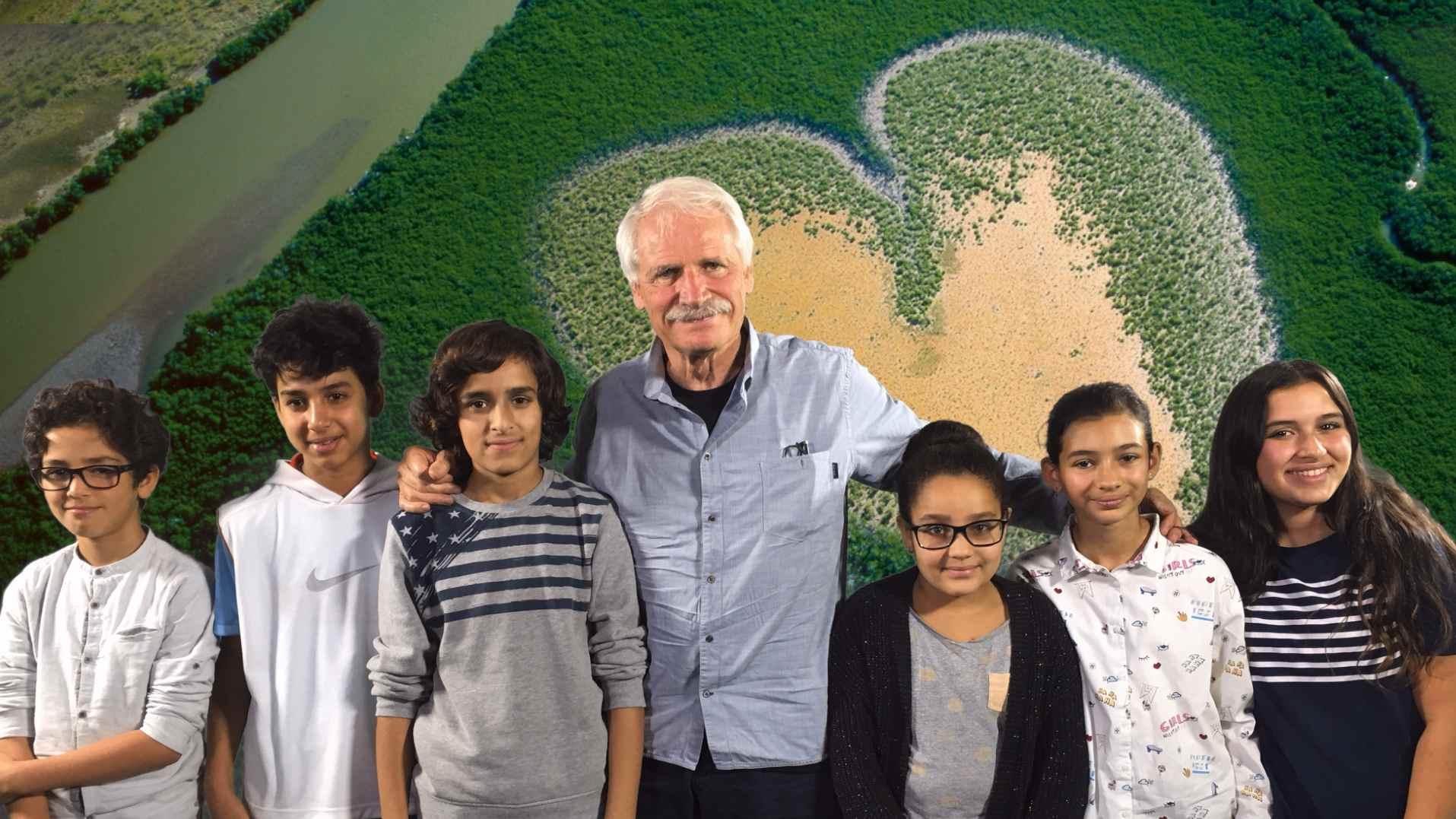 Yann Arthus Bertrand et les enfants au Studio Laredo